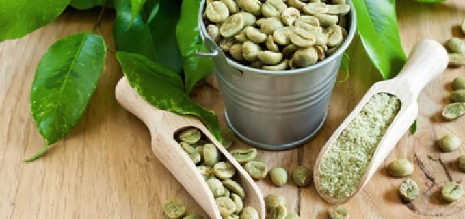 Află ce este cafeaua verde, ce beneficii poate aduce organismului tău și cum se consumă