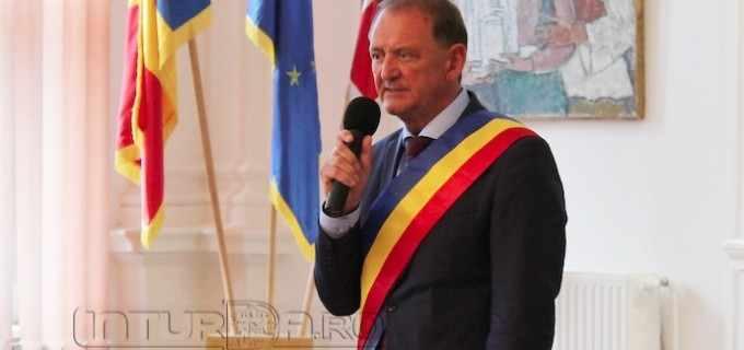 """Primarul municipiului Turda, Matei Cristian: """"Dragi absolvenți, stiu că ați muncit mult și am încredere că veți reuși să obțineți rezultate bune și foarte bune, pe măsura așteptărilor voastre"""""""
