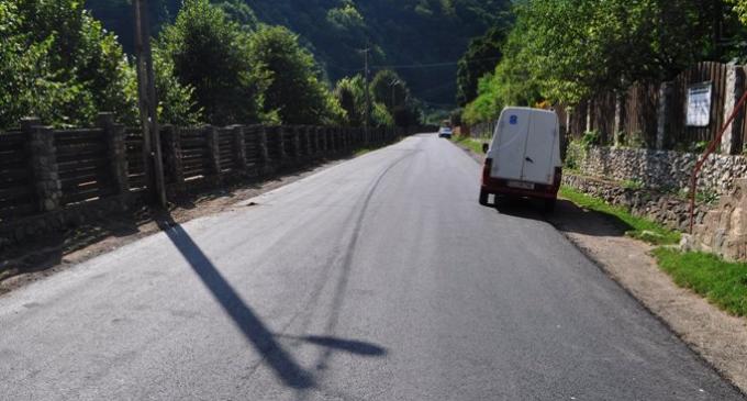Lucrările de reparare și modernizare a celor 20 de drumuri judeţene continuă