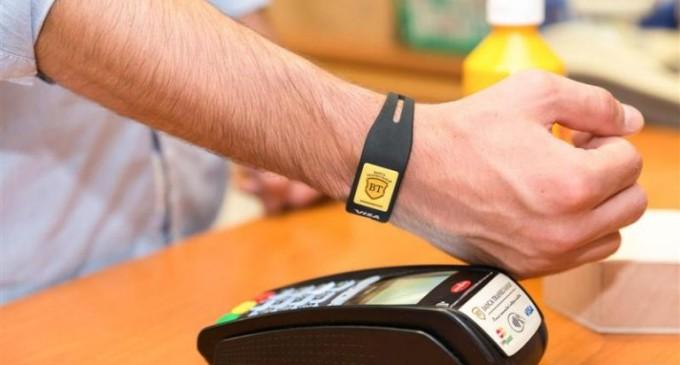 Premieră în România: Banca Transilvania a lansat brăţara contactless pentru plăți