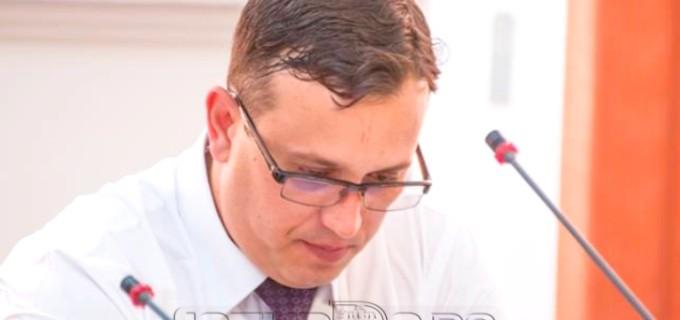 Radu Zoltan cere salubrizarea de urgență a clădirii din Parcul Central