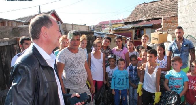 VIDEO: Acțiune de ecologizare pe strada Barbu Lăutaru. Primarul Matei a fost prezent alături de reprezentanții CRCR Cluj.