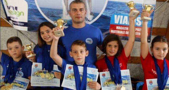 Succes impresionant pentru delfinii turdeni la Cupa Someș -14 medalii de aur, 4 de argint și 6 de bronz