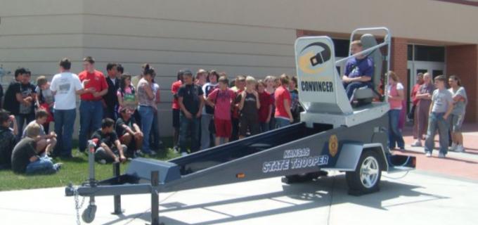"""""""Crash – Încearcă! Te convinge!"""". Rotary Câmpia Turzii aduce la Transilvania Drag Race un simulator de accidente!"""