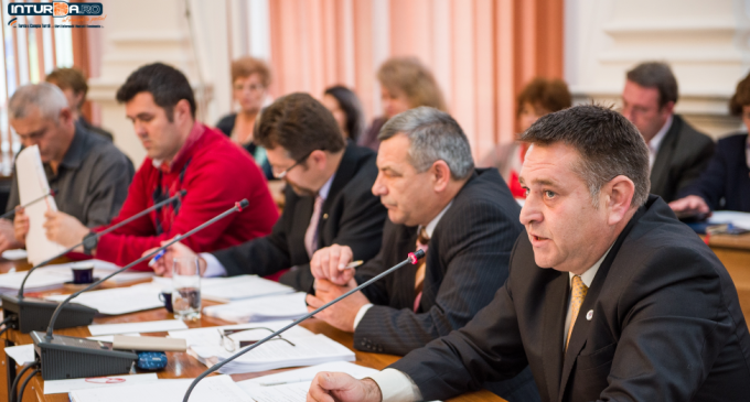 """De ce PNL Turda a votat împotriva alocarii sumei de 500 000 RON către Mănăstirea """"Mihai Vodă"""" și împotriva majorării tarifelor la apă și canalizare"""
