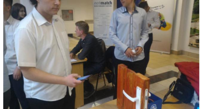 Mediafax: Aplicaţie pe telefonul mobil care deschide uşi şi înlocuieşte cheia, creată de elevi din Turda