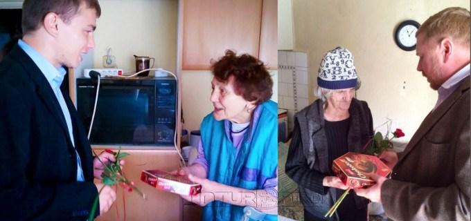 Dorin Lojigan și Robert Szabo au adus zâmbetul pe fețele vârstnicilor cărora li se oferă servicii de îngrijire la domiciliu