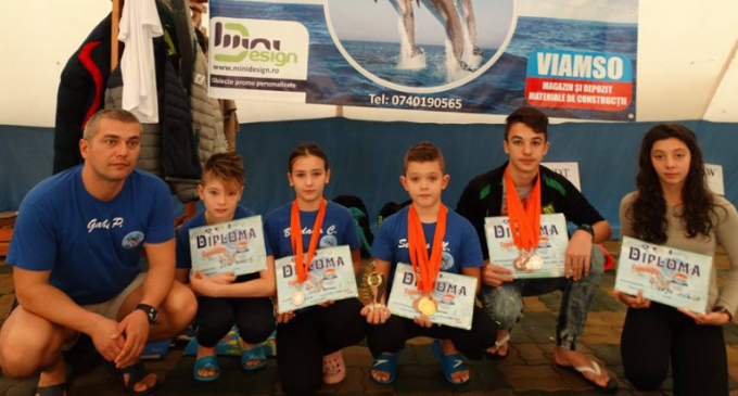 Delfinii turdeni au cucerit 10 medalii la competiția Autumn Trophy de la Tg. Mures