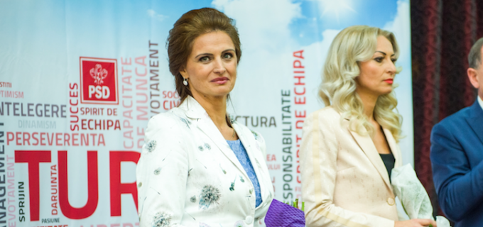 """Cristina Burciu: Parcă sloganul nostru din campanie """"Îndrăzneste să crezi in România"""" incepe să capete sens, nu?"""