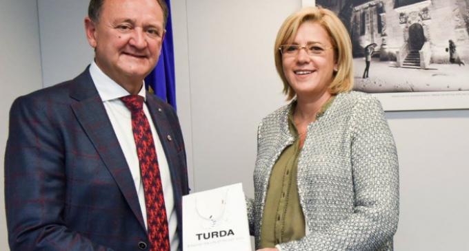 """Matei Cristian la Bruxelles: """"Comisarul european ne-a asigurat de sprijinul său pentru implementarea proiectelor cu finanțare europeană ce vor fi realizate la Turda."""""""
