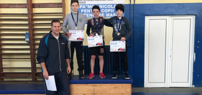 """Peste 30 de elevi au participat la concursul de tenis de masa """"Cupa Moș Nicolae"""""""