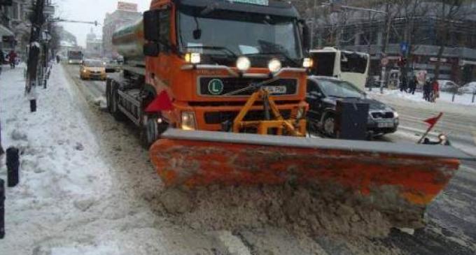 Vezi care este situația drumurilor județene în urma ninsorilor abundente din ultimele ore