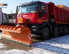 Peste 375 de tone de material antiderapant folosite pentru combaterea poleiului de pe drumurile județene
