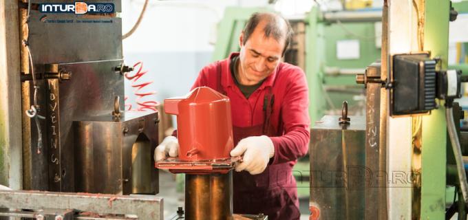 SC Electroceramica Turda angajeaza operator mase plastice