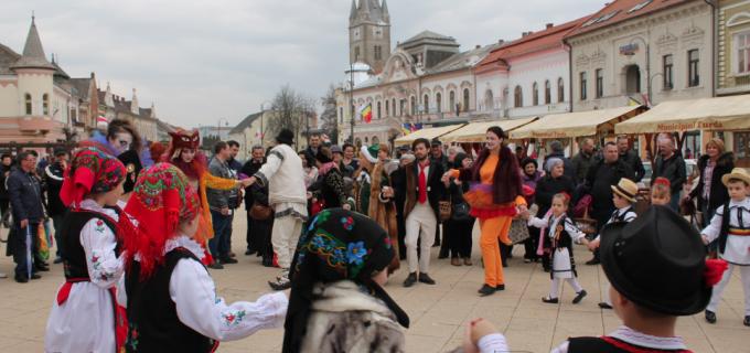 VIDEO/Foto: Târgul Marțișorului de la Turda pune în valoare obiectele handmade și încurajează creativitatea și inovația în sfera artistică