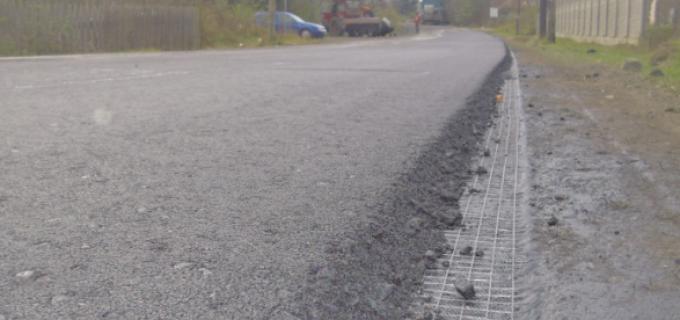 Au fost reluate lucrările de investiţii pe un nou drum judeţean din zona montană