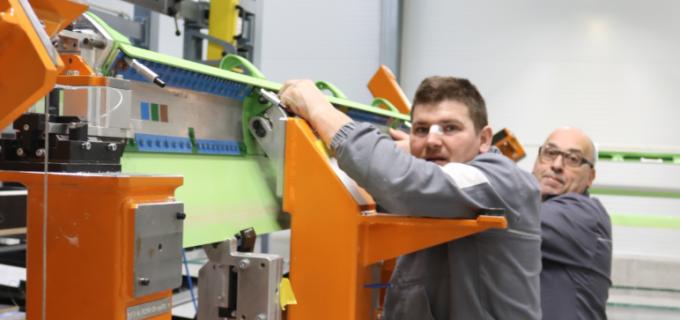 Ministrul Economiei, Alexandru Petrescu, va fi prezent la deschiderea oficială a fabricii Sonaca