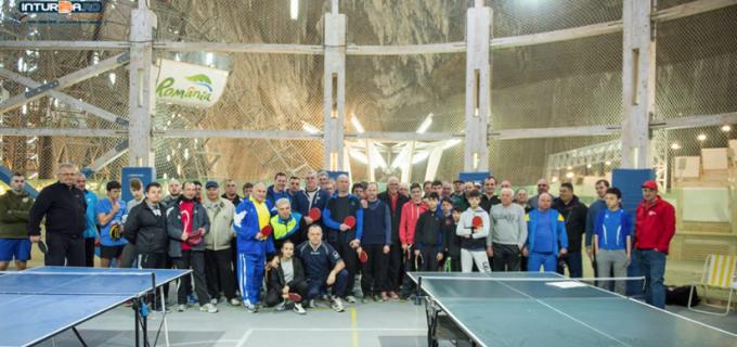 """VIDEO/Foto: Peste 50 de concurenți au participat la Cupa """"Salina Turda"""" la tenis de masă, ediția a V-a"""