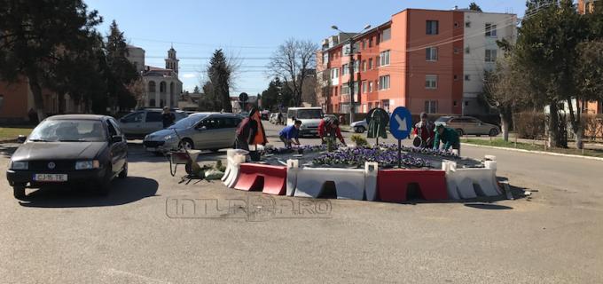 Primăria Câmpia Turzii a amenajat un nou sens giratoriu în municipiu