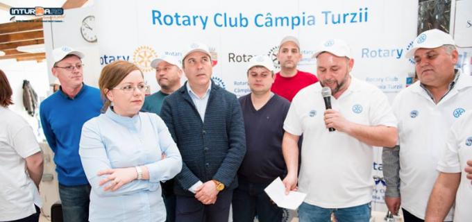 VIDEO/Foto: Semimaratonul de înot a început! Toți cei care doresc să îl ajute pe Tiberiu sunt așteptați la Bazinul de Înot Turda