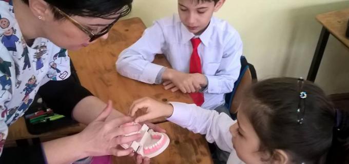 """""""Super Eroii Dintilor Sanatosi"""", activitate destinata igienei bucale la Școala """"Horea, Cloșca și Crișan"""""""