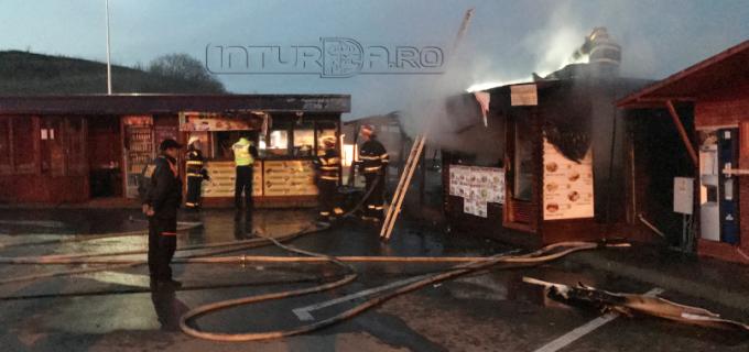 VIDEO/Foto: Incendiu la Salina Turda. Două spații comerciale din parcarea obiectivului turistic au ars!