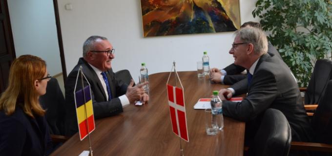 Ambasadorul Regatului Danemarcei, in vizita la Consiliul Judetean Cluj. Pe piaţa clujeană activează un număr de 56 de agenţi economici cu capital danez