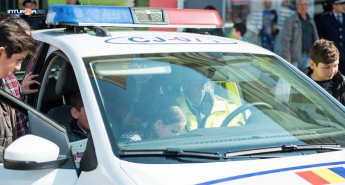 """Caravana """"Fii politist pentru o zi"""" se opreste saptamana viitoare și la Câmpia Turzii"""
