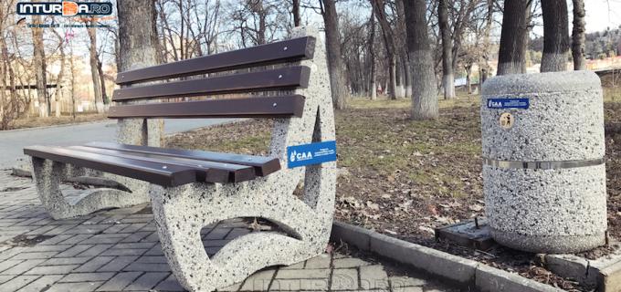 Video/Foto: Primăvara vine cu noutăți: a fost înlocuit mobilierul urban din parcul central