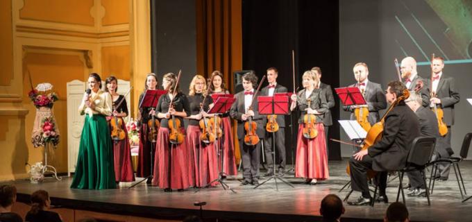 """VIDEO: """"Anotimpurile"""" de Antonio Vivaldi au răsunat pe scena Teatrului """"Aureliu Manea"""" Turda"""