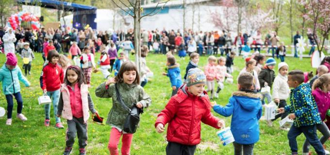VIDEO/Foto: IEPURAȘUL de Paște s-a întâlnit cu cei mici în Parcul Central