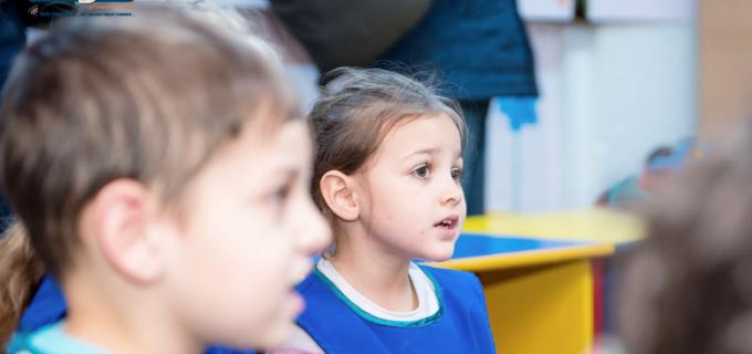 VIDEO: Social democrații au adus zâmbetul pe fețele copiilor de la Grădinița Socială din Micro 3