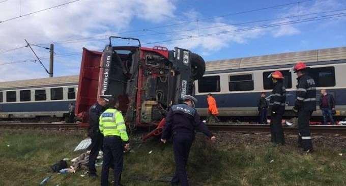 Accident de tren la Cluj, la o trecere la nivel cu calea ferată semnalizată!