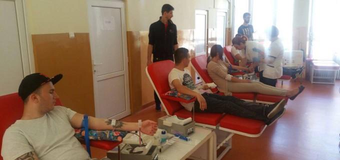 30 de minute din viata pentru a face un bine. Reprezentanții PRU Cluj au donat sânge pentru băiatul mușcat de câini la Câmpia Turzii