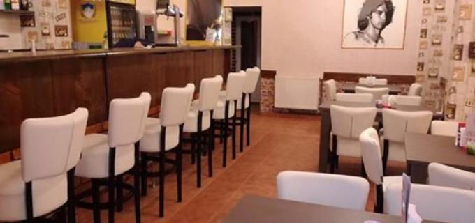 """Vernisaj de artă plastică la cafeneaua culturală din Câmpia Turzii – """"VIS-A-VIS"""""""