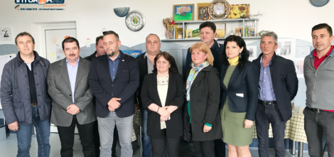"""VIDEO: Proiect Rotary Club Câmpia Turzii – Tablă interactivă și laborator de științe de ultimă oră la Școala """"Avram Iancu"""""""