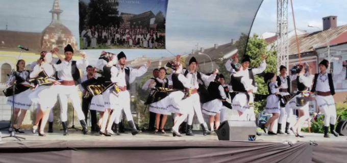 """Primarul Municipiului Câmpia Turzii, Dorin Nicolae LOJIGAN, felicită Ansamblul folcloric """"Ardeleana"""" pentru o nouă reuşită"""