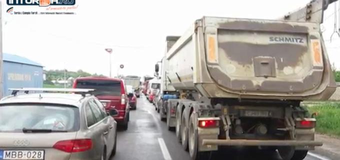 VIDEO: Trafic îngreunat la intrarea în Turda datorită limitatoarelor de viteză