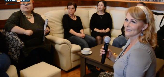 """VIDEO: S-a deschis cafeneaua culturală """"Vis-à-Vis"""" din Câmpia Turzii"""
