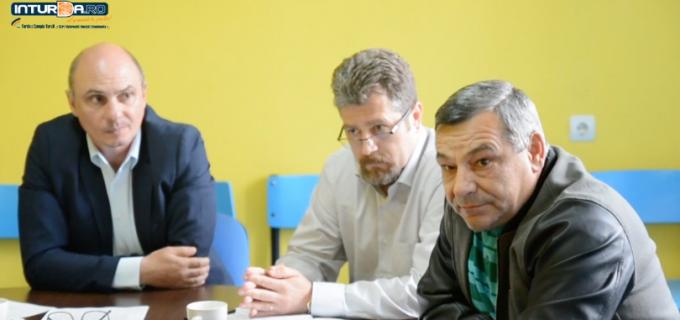"""VIDEO – Conferință de presă PNL Turda. Lucian Cordiș: """"Pe partea dreaptă am rămas doar noi, ceilalți au dat mâna cu PSD"""""""