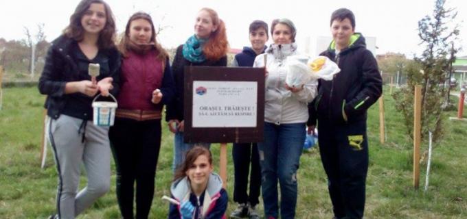 """Dorin Lojigan îi felicită pe elevii Liceului Teoretic """"Pavel Dan"""" din Câmpia Turzii"""