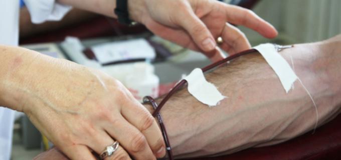 Tânărul Horea Hada are nevoie de o transfuzie sangvină. Se poate dona orice grupă de sânge!