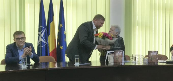 """VIDEO: Clipe pline de emoție la Câmpia Turzii. Tanti Zoița, la 89 de ani: """"Am așteptat acesta carte de 70 de ani!"""""""