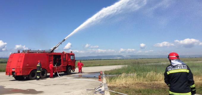 "Pompierii din Câmpia Turzii la Baza 71 Aeriana ""General Emanoil Ionescu"""