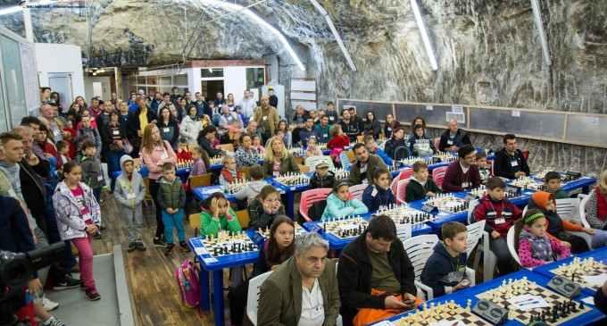 FOTO: A început a 3-a ediție a Festivalului International de Sah pentru Copii Salina Turda