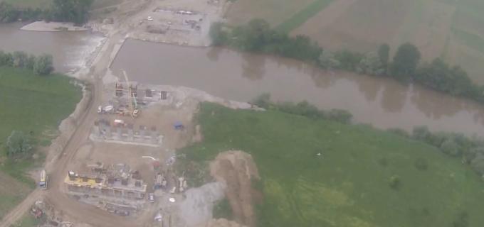 """VIDEO-Lucrările la Autostrada A10 Sebeș-Turda înaintează lent: """"În ceea ce privește lucrările de terasamente bate pasul pe loc!"""""""