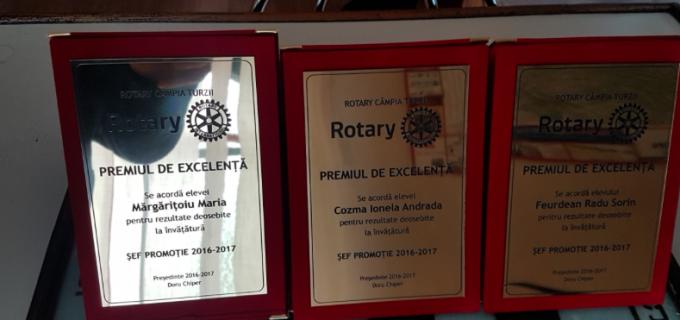 Clubul Rotary Câmpia Turzii a acordat premii speciale șefilor de promoție din clasele a XII-a