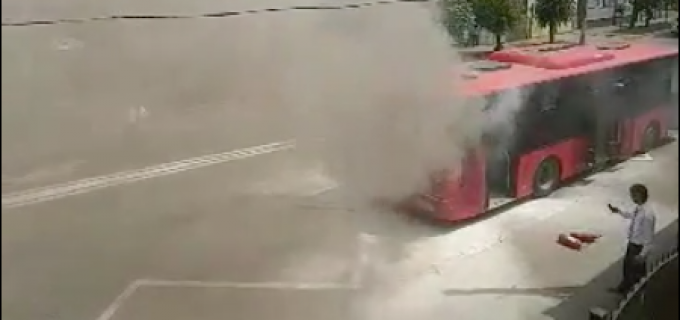 VIDEO: Un autobuz al STP Turda a fost cuprins de flăcări!