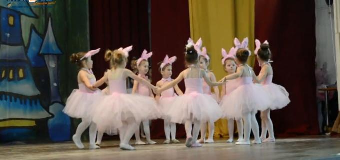 VIDEO: Spectacol de balet la Câmpia Turzii