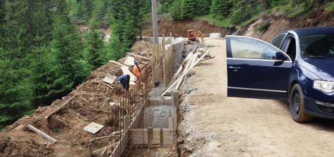 Continuă lucrările de modernizare a drumului judetean DJ 107R Muntele Băişorii – Muntele Mare (pârtia de schi)